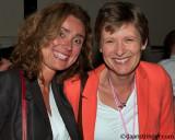 Vera Bergkamp (voormalig voorzitter COC) en Tanja Ineke (huidige voorzitter COC)