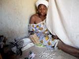 Guérisseuse et devineresse à Toumousseni (peuple Karaboro), Burkina Faso