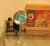 There is my new Camera ! ( kodak brownie Flash  )  Type: Box rollfilm Introduced 1949 Film size: 620 Picture size: 2 1/4 X 2 1/4