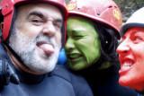 Entre Hulk Girl y Devil Woman demasiado bien escapé!!