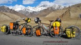 437    Frank & Franka touring Kyrgyzstan - Poison Atropin touring bikes