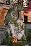 Ah !!!  A big bear to protect me...