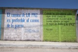 Murales Pacifistas a la Entrada de la Poblacion