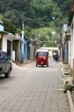 Algunas de las Calles del Poblado son Estrechas