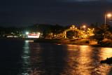 Vista Nocturna del Arco de Ingreso a la Isla