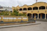 Edificio de Comercios en el Centro del Poblado