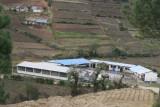 Escuela a Orillas de la Carretera Hacia la Cabecera