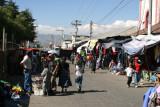 Calle Frente al Mercado Local