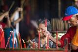 Praying at Cheng Hoon Teng temple (7330)
