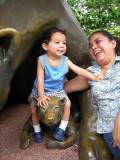 Riendome con mami