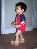Miren que puedo caminar bien con mis zapatitos