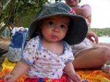 Protegiendome del sol en la playa de Buye, PR