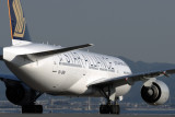 SINGAPORE AIRLINES BOEING 777 200 KIX RF IMG_5299.jpg