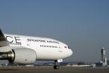 SINGAPORE AIRLINES BOEING 777 200 KIX RF IMG_4794.jpg