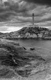 Faro y rocas
