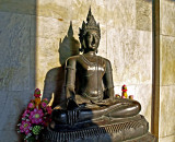 Image of the Buddha in royal dress