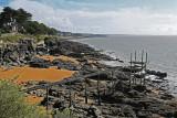 Balade le long de la côte rocheuse près de Sainte-Marie