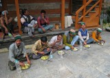 Workers taking lunch, Sarahan
