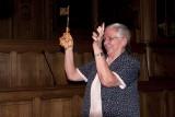 Zr Jeanne Devos met sleutel van de stad Leuven