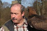 Falkner mit männlichem Steinadler / falconer with male golden eagle