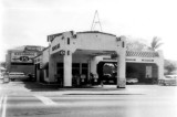 1964 - Sinclair gas station (with 820 Lounge behind it) on corner of LeJeune and SW 8 Street, Miami