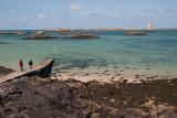 Au loin le phare de l'ile Vierge
