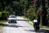 Las bicicletas y las flores de buganvillas son parte del emvairoment de Panajachel