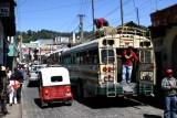 Todo vale para el transporte, los autobuses de pasajeros y las minimotos taxi llamadas tuc tuc traídas a Guatemala