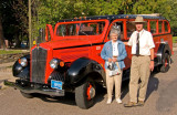 zP1060133 Catherine Richter with Red Bus guide Fred McCartney at Lake MacDonald Lodge.jpg