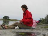Annika äter lunch på V Lerskäret