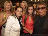 designer Oana Savescu (in alb), model Mateea Marasescu (in rosu), designer Roberto Cavalli, in spate Diana si Ramona Niculescu