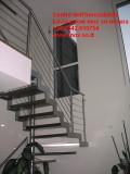 Scala inox sospesa su disegno con protezioni tubo inox e cavi