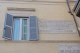 la finestra della vecchia via Florea