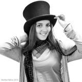 (365 - 297) Una mujer con sombrero