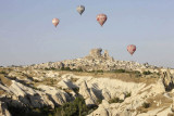 Balloons on the way to Uçhisar