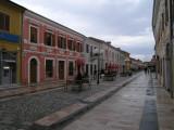 schöne Fußgängerzone in Skoder