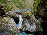 Otra pasarela que cruza el río