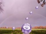 Regenboog met glasbollen.jpg