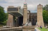 Peterborough Lift Lock Lifting 18527