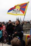 Tenzin Gonpo chante l'hymne de son pays.