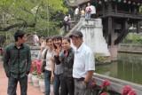 Jeunes devant la pagode