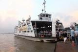 Le bac pour traverser le Mekong