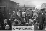 Kibeho: After receiving the government's authorization UN troops distribute water to long lines of Internally Displaced Persons who had been without water since the camps were closed down, although there was a black market inside the camp.   Kibeho: L'ONU a récu l'autorisation de distribuer l'eau. Des queues énormes se forment. L'eau est distribuée le 20/04/1995. Les IDP n'avaient pas eu d'eau depuis la fermeture des camps et déjà un marché noir existait à l'intérieur du camp de Kibeho.
