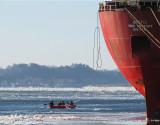 les canotiers devant le bateau