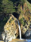 la célèbre chute du Julia Pfeiffer State Park