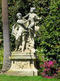 Statue dans la verdure