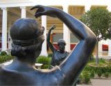 Statues face à face