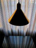 Sous la lampe, point de fuite...