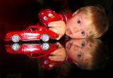 Félix et sa petite voiture rouge