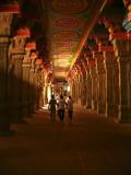 Hallways temple Madurai.jpg